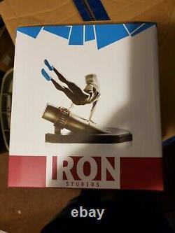 Iron Studios Spider-Gwen Battle Diorama Rafael Albuquerque Art Scale 1/10